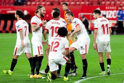 El Sevilla se come al Valencia y el Almería elimina en los penaltis a Osasuna