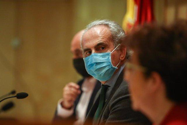 El consejero de Sanidad, Enrique Ruiz Escudero, en una rueda de prensa convocada ante los medios para actualizar la información sobre la situación epidemiológica y asistencial en la región por coronavirus.