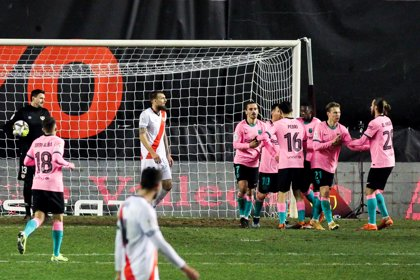 El Barça ataja por Vallecas a cuartos de Copa