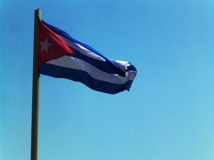 Cuba.- El ministro de Cultura de Cuba da un manotazo a un periodista durante una manifestación en La Habana