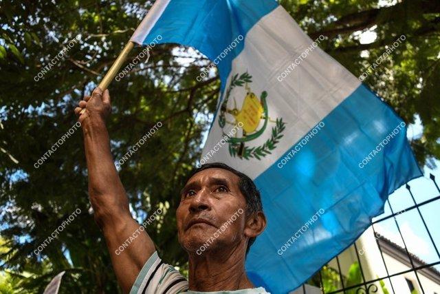 Un guatemalteco con la bandera del país.
