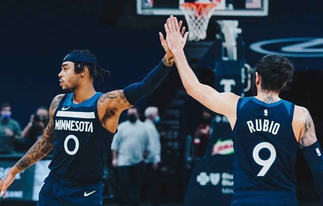 Russell y Ricky Rubio celebran la victoria de Minnesota Timberwolves