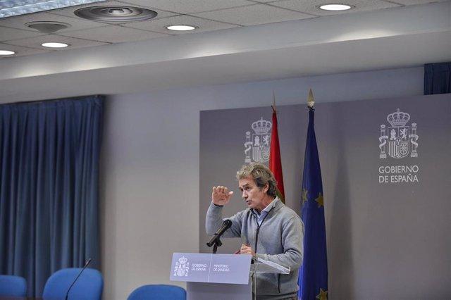 El director del Centro de Coordinación de Alertas y Emergencias Sanitarias (CCAES), Fernando Simón durante una rueda de prensa para informar sobre la evolución de la pandemia de coronavirus, en el Ministerio de Sanidad, Madrid, a 11 de enero de 2021.