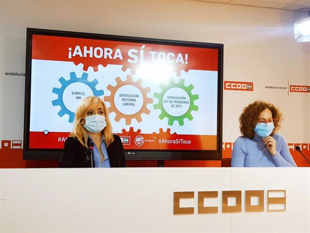 Las secretarias generales de UGT y CCOO-A, Carmen Castilla y Nuria López, en la rueda de prensa que han ofrecido este jueves.