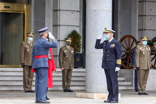El anterior Jefe de Estado Mayor de la Defensa (Jemad), general Miguel Ángel Villarroya, y el nuevo Jemad, almirante Teodoro López Calderón