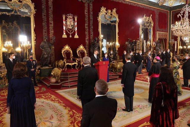 El Rey Felipe VI durante su mensaje en la recepción al cuerpo diplomático acreditado en España en el Palacio Real