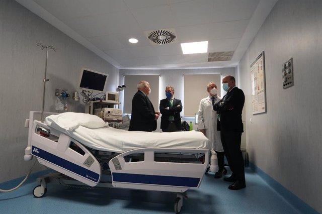 Aguirre y Bendodo visitan mejoras del Hospital Comarcal de Antequera
