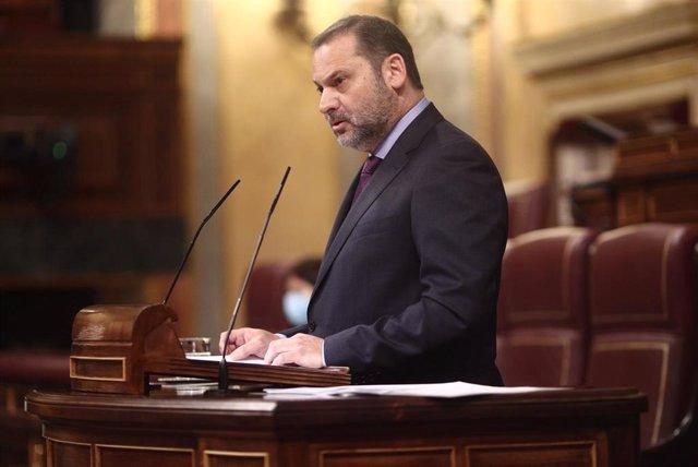 El ministro de Transportes, Movilidad y Agenda Urbana, José Luis Ábalos, interviene durante una sesión plenaria celebrada en el Congreso de los Diputados, en Madrid, (España), a 28 de enero de 2021. Durante el pleno de hoy el Congreso debatirá la convalid