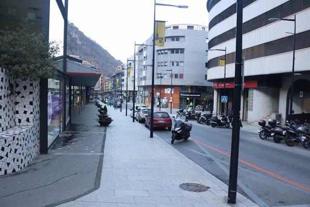Un carrer comercial a Andorra la Vella (Arxiu)