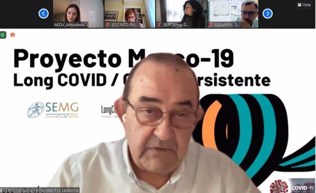 El presidente de la SEMG, el doctor Antonio Fernández-Pro, durante la presentación.
