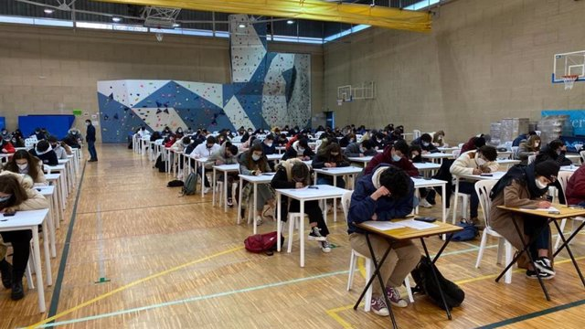 Estudiantes realizan exámenes en la Universidad de Vigo