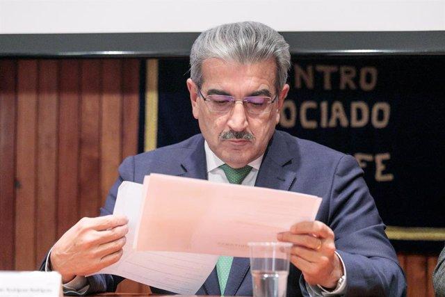 El vicepresidente canario y consejero de Hacienda, Presupuestos y Asuntos Europeos, Román Rodríguez