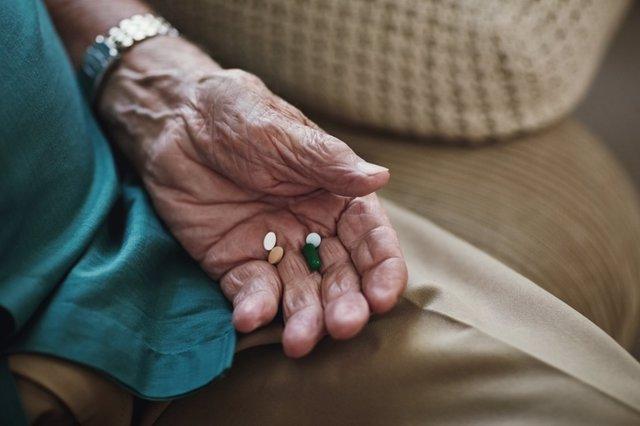 Anciano pastillas, persona mayor