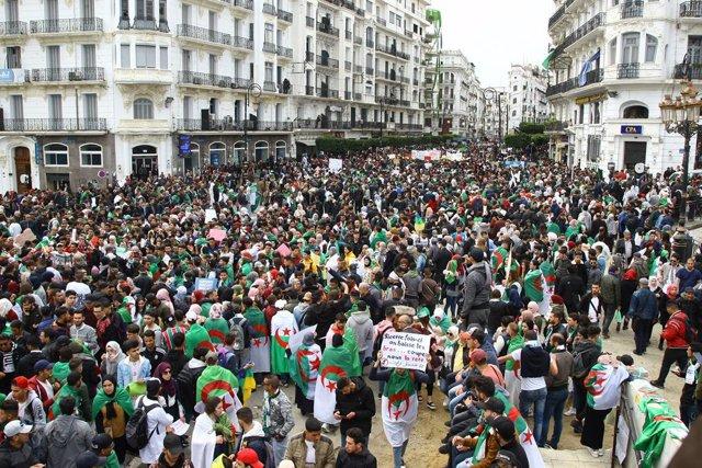 Manifestación en Argel contra Buteflika el 19 de marzo