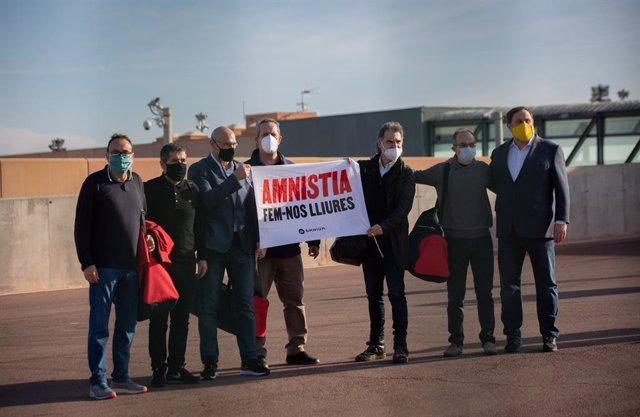 Els condemnats per l'1-O Josep Rull, Jordi Sànchez, Raül Romeva, Joaquim Forn, Jordi Cuixart, Jordi Turull i Oriol Junqueras surten de la presó amb el tercer grau.