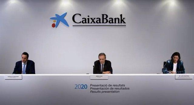 El president de CaixaBank, Jordi Gual; el conseller delegat, Gonzalo Gortázar, i la directora executiva de comunicació, María Luisa Martínez, presenten en roda de premsa els resultats del 2020.