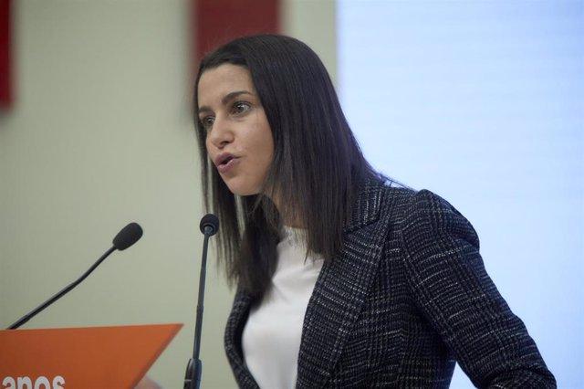 La presidenta de Ciudadanos, Inés Arrimadas durante una rueda de prensa en la sede del partido en Madrid.