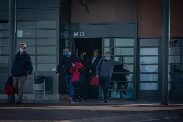 Els exconsellers Jordi Turull, Joaquim Forn, Josep Rull, el secretari general de JxCat, Jordi Sànchez, i l'exvicepresident i líder d'ERC Oriol Junqueras surten de la presó de Lledoners amb el tercer grau.