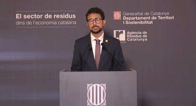 El conseller de Territori i Sostenibilitat, Damià Calvet, presenta l'Informe econòmic del sector dels residus de Catalunya