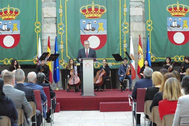 Foto de archivo del acto de conmemoración del 38 Aniversario del Estatuto de Autonomía de Cantabria