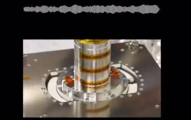 Cápsula de muestras del asteroide Ryugu recibida de la misiòn Hayabusa 2