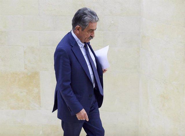 El presidente de Cantabria, Miguel Angel Revilla, en el Parlamento