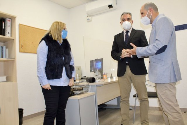 El consejero de Presidencia de la Junta de Andalucía, Elías Bendodo, y la alcaldesa de Fuengirola (Málaga), Ana Mula, inauguran la nueva sede de la Unidad de Salud Mental de dicha localidad