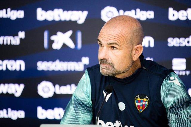 El entrenador del Levante UD, Paco López, en rueda de prensa