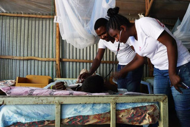 Dr. Ernest Nshimiyimana, MSF medical team leader, together with Leya Haileyesus, MSF clinical officer, checks kala azar patients in the ward for patients with kala azar co-infections, at the Abdurafi MSF health centre.