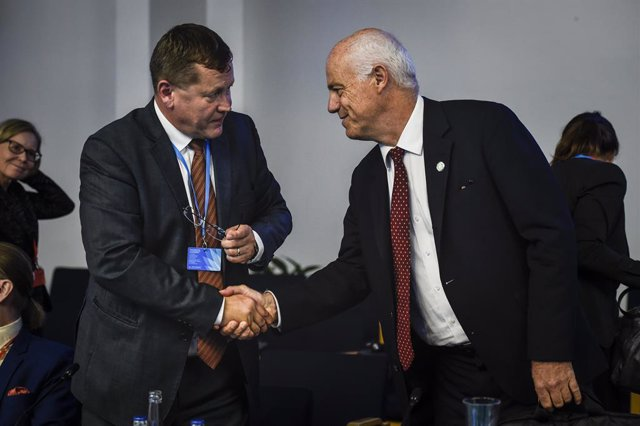 13 September 2019, Finland, Helsinki: Director of the Community of Interest focusing on vulnerabilities and resilience at the European Centre of Excellence for Countering Hybrid Threats Jukka Savolainen (L) shakes hands with Chairperson of European Bankin