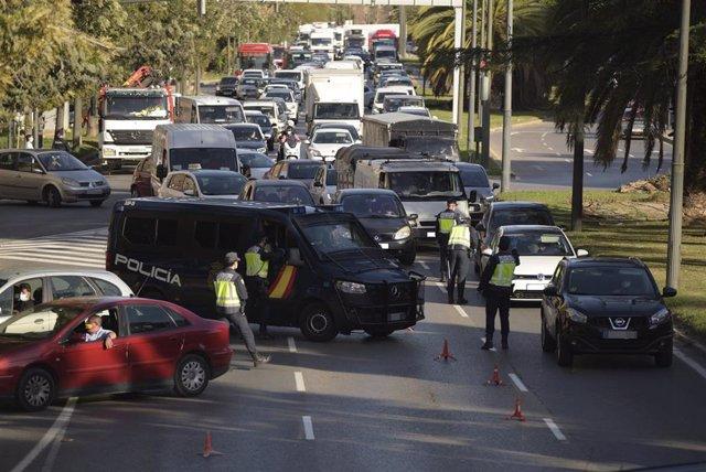 Un dispositivo policial para controlar los cierres perimetrales en 16 municipios valencianos, en Valencia