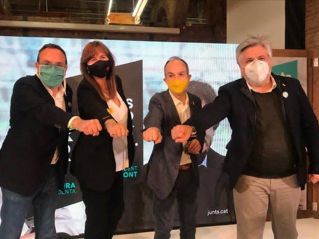 La candidata de JxCat a las elecciones, L.Borràs, con los exconsellers J.Turull y J.Rull junto con el candidat por Tarragona, A.Batet