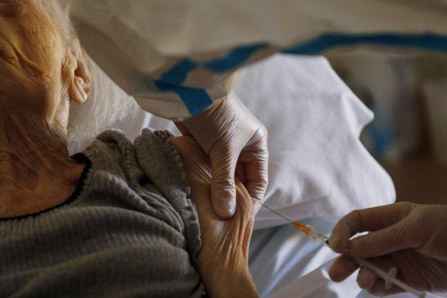 13 January 2021, Italy, Rome: An elderly woman receives her dose of the Biontech/Pfizer COVID-19 vaccine at a retirement Home. Photo: Cecilia Fabiano/LaPresse via ZUMA Press/dpa