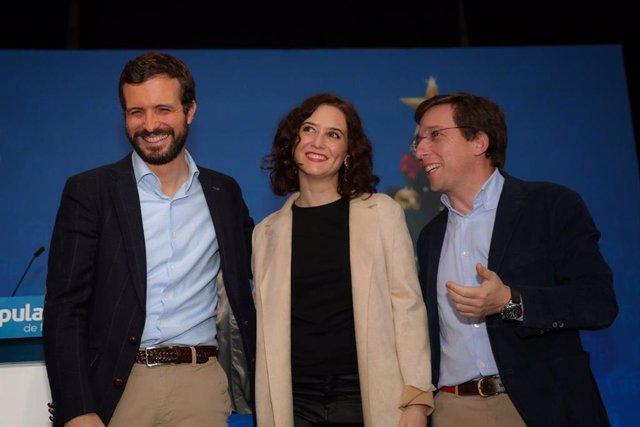 El president nacional del PP, Pablo Casado, la presidenta de la Comunitat de Madrid, Isabel Díaz-Ayuso, i l'alcalde de Madrid, José Luis Martínez Almeida