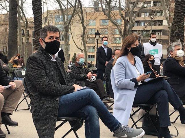 La candidata de Junts a les eleccions catalanes, Laura Borràs, amb el secretari general del partit, Jordi Sànchez