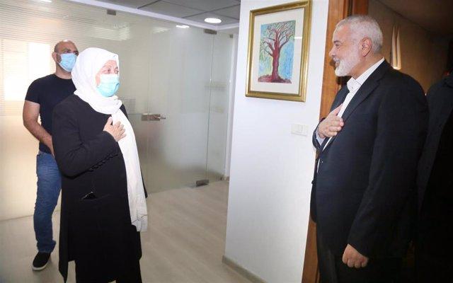 El líder de Hamás, Ismail Haniye, a la derecha