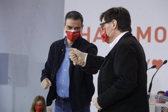 El president del Govern, Pedro Sánchez, al costat del candidat del PSC a les eleccions, Salvador Illa