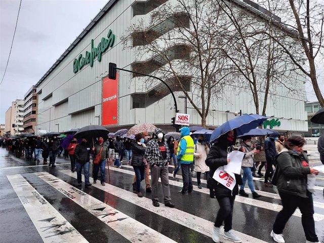 """Alrededor de mil personas se manifiestan en Vitoria para reclamar un """"empleo digno"""""""