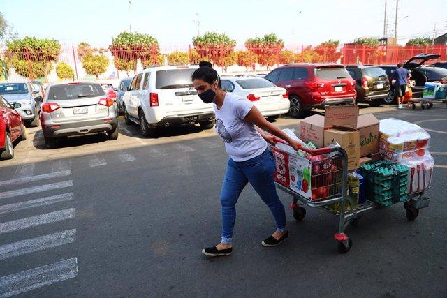 Los supermecados de Lima han tenido grandes colas antes del confinamiento.
