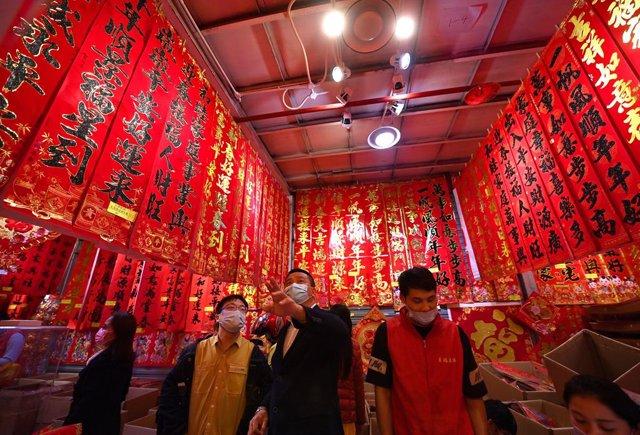Mercado en la ciudad de Haikou al sur de China, pocas semanas antes del Año Nuevo chino.