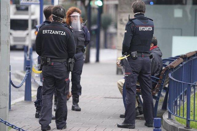 Los ertzainas volverán a sus horarios ordinarios y podrán volver a coger vacaciones y permisos a partir del 1 de junio