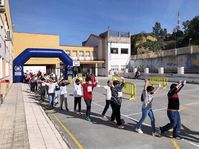 Marcha por la paz en un centro escolar