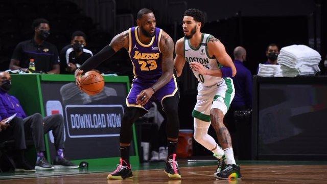 LeBron James en el Boston Celtics-Los Angeles Lakers