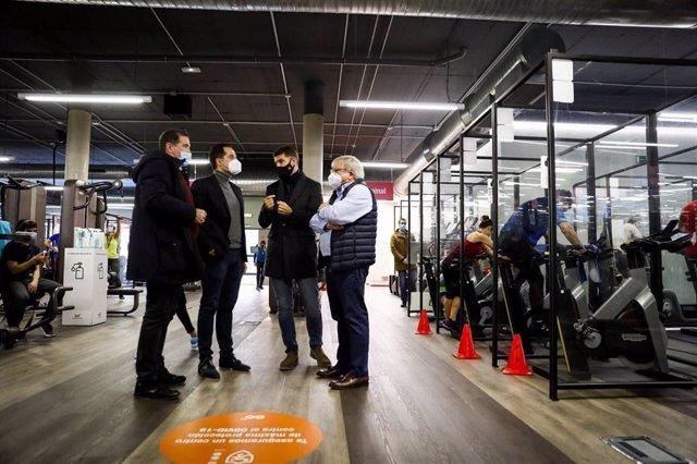 El vicepresidente y consejero de Deportes y Transparencia de la Comunidad de Madrid, Ignacio Aguado, se reune con representantes del sector de los gimnasios