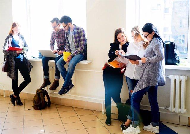 Estudiants universitaris en una imatge d'arxiu.
