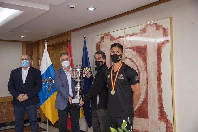 El presidente de Canarias recibe al Club Molina Sport Gran Canaria tras proclamarse campeón de la Copa del Rey 2021 de hockey línea