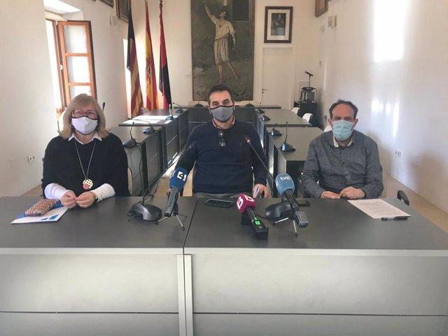El alcalde de Pollença, Tomeu Cifre, durante la rueda de prensa de este lunes.