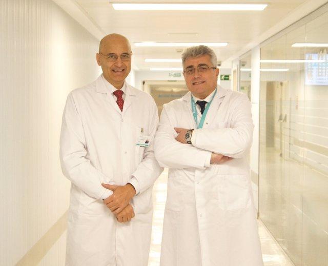 Los doctores Jesús Cisneros y Ángel Tabernero, urólogos del Hospital La Luz.