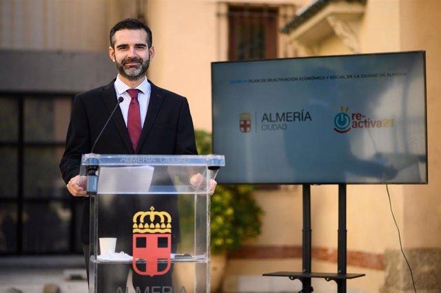 Fernández-Pacheco presenta el Plan Re-Activa21