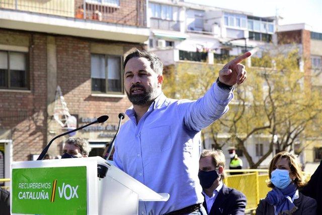 El presidente de VOX, Santiago Abascal durante su intervención en una campaña electoral en Barcelona, Catalunya (España), a 1 de febrero de 2021.